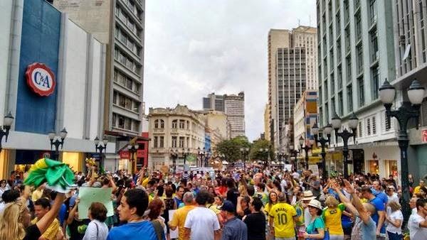 Manifestação em Curitiba.